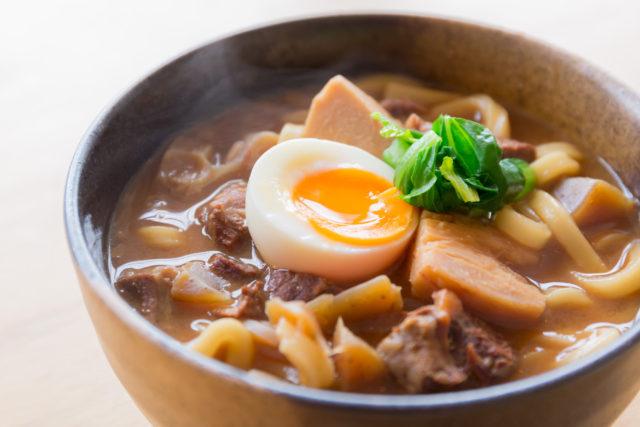 じっくり煮込んだ春野菜と牛スジ赤味噌にこみうどん